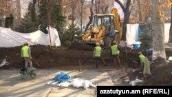 Երևանցիները մատնանշում են ծանր տեխնիկան և պնդում՝ այս տարածքը ոչ թե բարեկարգում են, այլ կառուցապատում