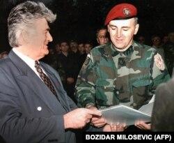 ژلیكو راژناتویچ (آرکان) در کنار رادوان کاراجیچ رهبر صربهای بوسنی