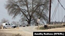 Novruzlu kəndinə gedən yolda polis maşını