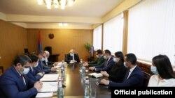Премьер-министр Армении Никол Пашинян проводит совещание в Араратской области, 3 февраля 2021 г.