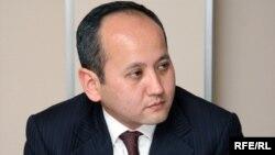 Мұхтар Әблязов, қуғындағы оппозициялық саясаткер, банкир.