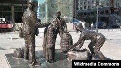 """Памятник """"челнокам"""" в Маньчжурии, Китай"""