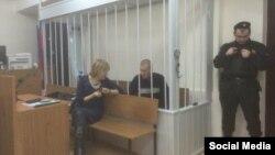 Олександр Кольченко з адвокатом Світланою Сидоркиною в Лефортовському районному суді Москви, 25 грудня 2014