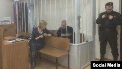 Александр Кольченко с адвокатом Светланой Сидоркиной в Лефортовском районном суде Москвы, 25 декабря 2014 года