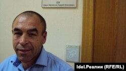 Предприниматель Валерий Захаров после заседания в Арбитражном суде Чувашии