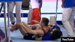 Avropa Oyunlarının batut gimnastikası üzrə kişilər arasında keçirilən finalında maraqlı hadisə yaşanıb