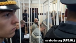 Суд над групай ашмянскіх мытнікаў, якіх вінавацяць у хабары. Адзін з абвінавачаных - Алесь Юркойць