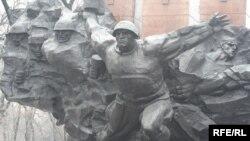 Монумент 28 гвардейцам-панфиловцам в Алматы. Февраль 2010 года.