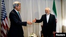 Держсекретар США Джон Керрі (Л) та міністр закордонних справ Ірану Джавад Заріф