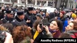 Bundan öncə Azərbaycan Feminist Hərəkatı qadın haqları ilə bağlı iki aksiya keçirib