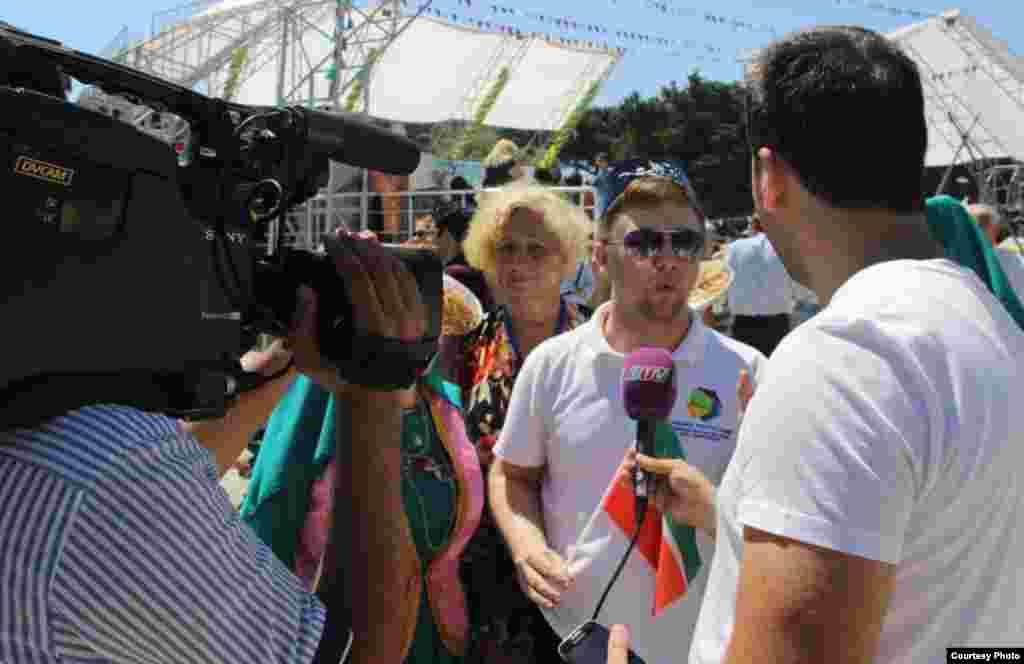 Азәрбайҗан татар милли хәрәкте активисты Әмин Рамазанов җирле каналга интервью бирә