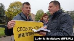 Павел Чернов на сотом пикете за освобождение Милушкиных