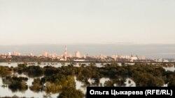 Паводок-2020. Вид на Хабаровск с другого берега Амура (архивное фото)