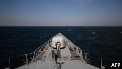 """Fregata """"Regina Maria"""" în timpul unor exerciții militare în apropiere de Constanța, 16 martie 2015"""