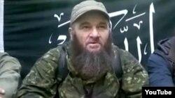 На кадре из видео с сайта YouTube — Доку Умаров, лидер чеченских повстанцев.