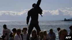 Илустрација: Споменик на починатиот фронтмен на Квин Фреди Меркјури во Монтре.