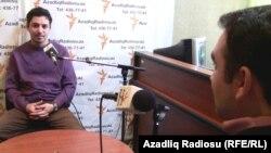 Aqşin Yenisey (solda) və Cavid Zeynallı, Azadlıq Radiosunun Bakı bürosu, 4 yanvar, 2011