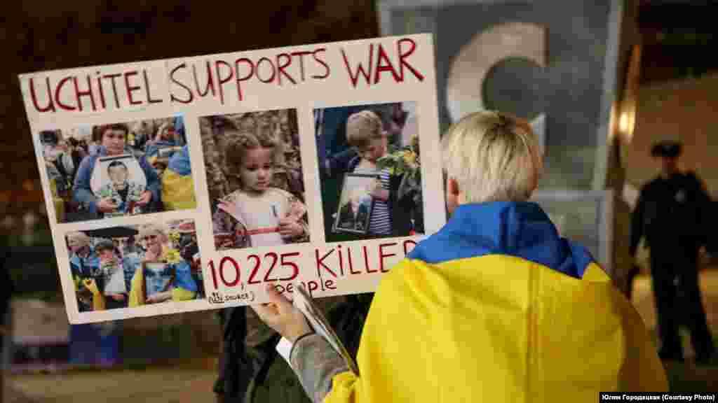 У Нью-Йорку протестували проти приїзду російського режисера Олексія Учителя, який підтримав анексію Криму