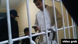 Фельдшер, обвиненный в применении электрошокера к пьяному пациенту. Скриншот с видеозаписи.