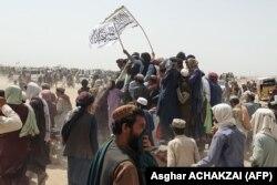 په افغانستان کې د امنيتي بدلونونو له کبله د لارې له تړل کېدو وروسته تاجران له زياتو زيانونو سره مخامخ ول.
