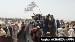 نیروهای طالبان دردر شهر سپین بولدک، واقع در جنوب افغانستان