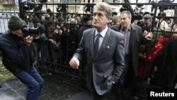 Віктор Ющенко прийшов до Генеральної прокуратури у справі про отруєння