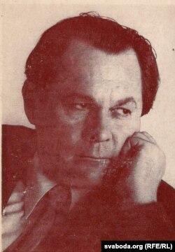 Андрэй Макаёнак. Фатаздымак з запрашэньня на творчую вечарыну драматурга. 1974 г. З фондаў БДАМЛМ