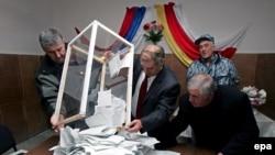 Выборы в непризнанной республике проводили два разных ЦИКа