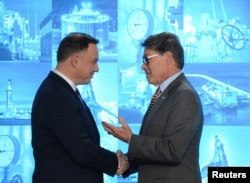 Polish President Andrzej Duda (left) and U.S. Energy Secretary Rick Perry in Warsaw in November
