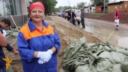 Хабаровск. Жители защищают свой город от наводнения