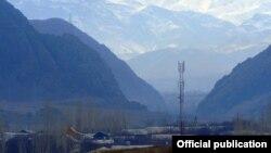 Поселок в Баткенской области Кыргызстана на границе с Таджикистаном.