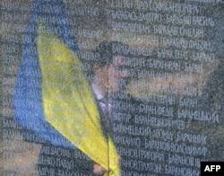 Пам'ятник із прізвищами репресованих, частина меморіального комплексу «Биківнянські могили»