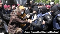 Ciocniri între naționaliști și poliție la Kiev