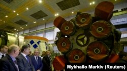 Ուկրաինայի նախագահ Պորոշենկոն «Յուժմաշ» գործարանում, արխիվ: