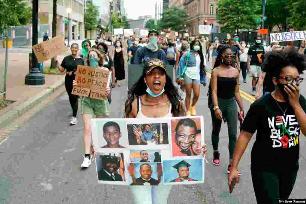 Джаванна Гарді, ветеран ПВС, бере участь у марші проти расової нерівності через смерть в Міннеаполісі при затриманні Джорджа Флойда. Вашингтон, США. 10 червня 2020 року