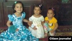 7-летняя Муниса, 6-летняя Мухлиса и 4-летняя Мохира.
