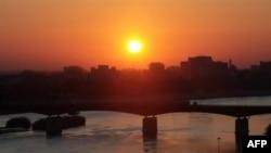 طلوع آفتاب در روز شنبه در بغداد؛ صدام حسین پیش از این طلوع اعدام شد ...