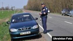 Співробітник ДАІ на місці аварії, ілюстраційне фото