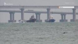 Украинские корабли выводят со стоянки судов в Керчи (видео)