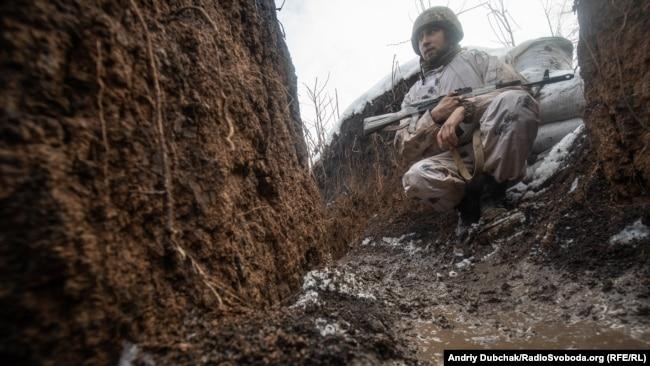 Український солдат на передовій поблизу Золоте-4, Луганська область, лютий 2020