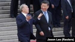 Нурсултан Назарбаев (слева) в бытность президентом Казахстана и президент Китая Си Цзиньпин. Пекин, 7 июня 2018 года.