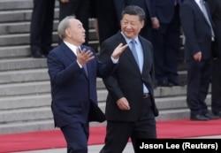 Қытай басшысы Си Цзиньпин (оң жақта) мен Нұрсұлтан Назарбаев Пекинде. 7 маусым 2018 жыл.