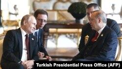 Recep Tayyip Erdogan (sağda) Ankarada rusiyalı həmkarı Vladimir Putin-lə görüşdə, 3 aprel, 2018-ci il