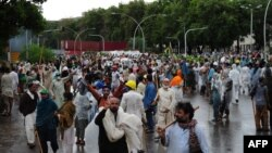 Демонстранти під час чергової спроби штурму резиденції прем'єр-міністра, Ісламабад, Пакистан, 1 вересня 2014 року