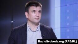 Клімкін додав, що чим більше видано російських паспортів, тим більше Росія має приводів для втручання у ситуацію в Україні