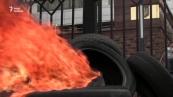Під Апеляційним судом Києва активісти палили шини (відео)