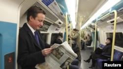 David Cameron metroda gedir
