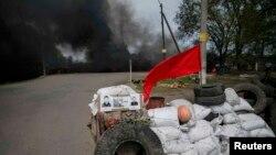 În apropiere de Slaviansk la un punct de control în estul Ucrainei