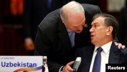 Ўзбекистон ва Беларус президентлари 2017 йил 15 май куни Пекиндаги халқаро анжуманда.