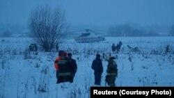 Следователи и поисково-спасательные группы на месте катастрофы в Подмосковье, 11 февраля 2018